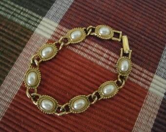1928 Faux Pearl Bracelet