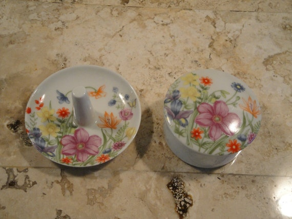 Matching Ring Holder and Container