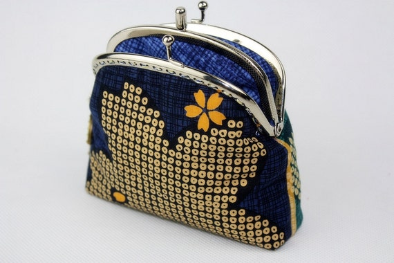 50% OFF>> Clutch Purse / Wallet - Retro Floral with Double Pockets