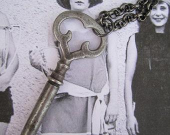 Skeleton Key Necklace - Fancy Top Antique Gunmetal
