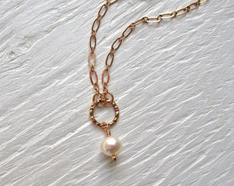 Rose gold necklace with pearl and hammered circle, handmade rose gold necklace