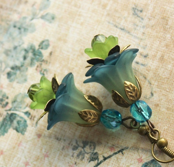 Peacock Blue Earrings, Teal and Green, Flower Earrings, Lucite Jewelry, Floral Accessories, Botanical Earrings, Ultramarine Green