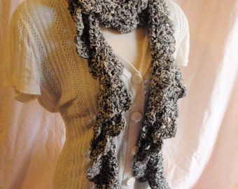 Kudo Scarf in Black and white