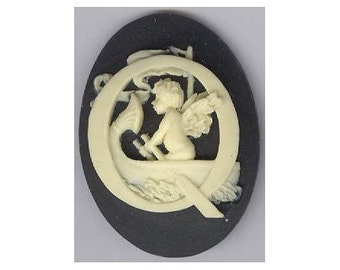 alphabet cameo black letter Q cameo with cherub rowing boat angel 40x30mm initials  monogram jewelry findings scrapbook embellishment 153x
