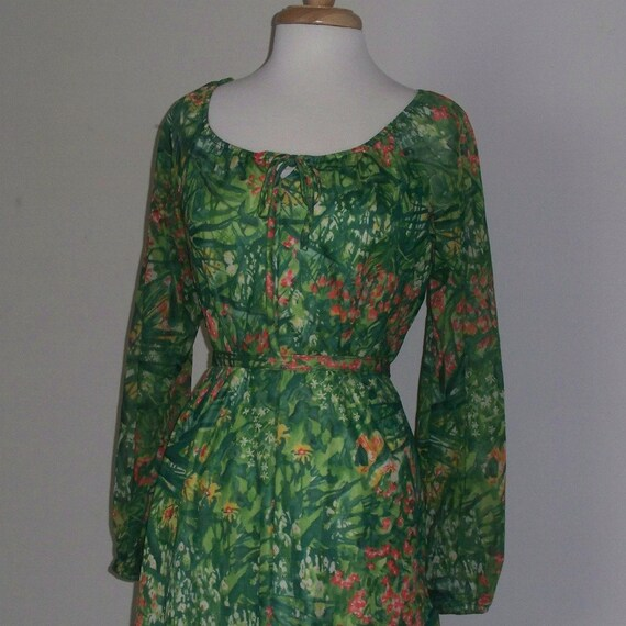 Vintage Dress Green Floral Pattern 1960s 1970s Retro Size Large to X-Large 16-18