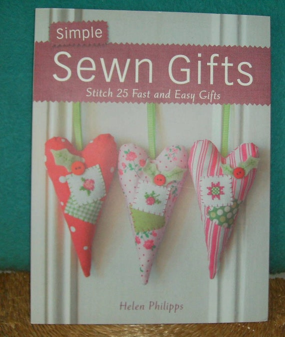 Find free sewing patterns and tutorials for making bags, zipper pouches, quilts, mini-quilts, easy clothing items, and other crafty little things to sew. December 12, There's nothing better than a sewing machine and a stack of fabric when it comes to last minute gifts!