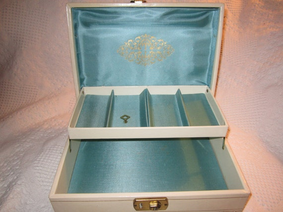 SALE 20% Off Was 15.95 Vintage 1950s Medium MELE JEWELRY Box Container with Key Cream Teal Satin Collectible