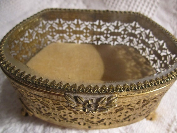 25% Off Was 22.95 Vintage 1950s Filigree GOLD JEWELRY Box with Beveled Glass and Cream Velvet Oval Collectible