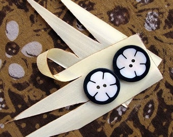 Bunga Kecil Little Flower Black and White Buttons 6pcs