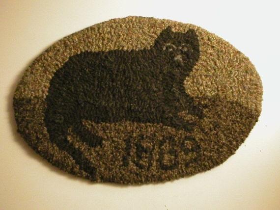 1889 Oval Black Cat Primitive Folkart HooKed Rug Pattern