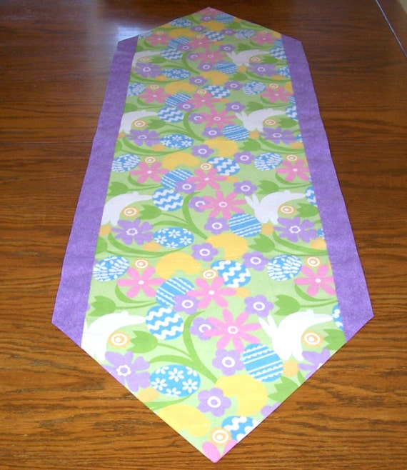 easter table runner with easter eggs bunnies and flowers. Black Bedroom Furniture Sets. Home Design Ideas