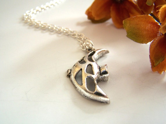 the angelfish necklace in silver.