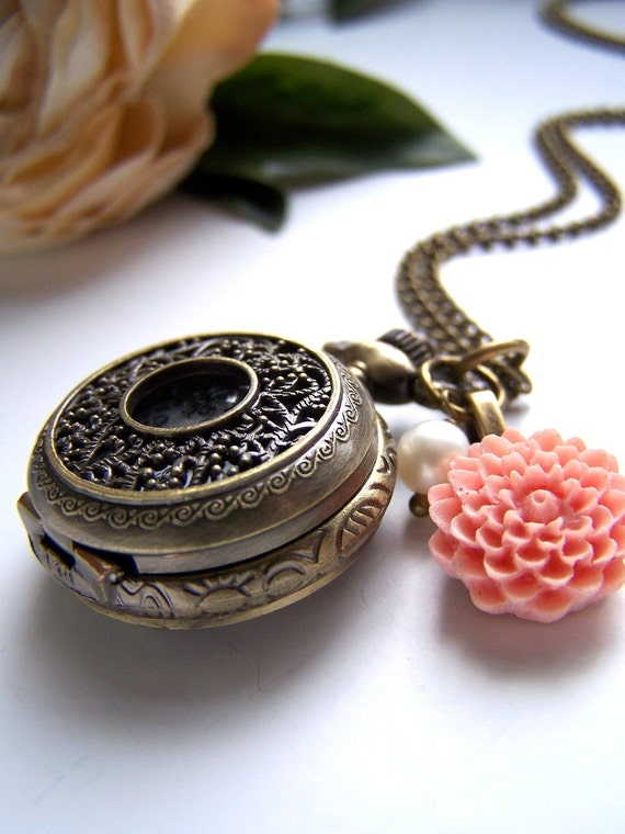 the alice pocket watch (necklace).