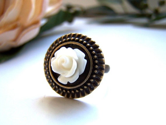 the etched cream rose ring.