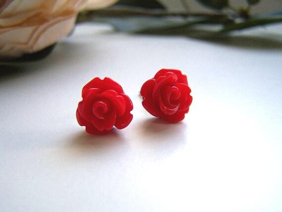 the petite red rose earrings.