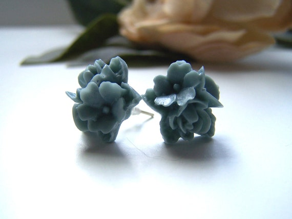 the bluegrey bouquet earrings.