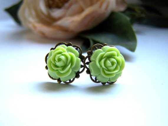 the petite chartreuse flower earrings.