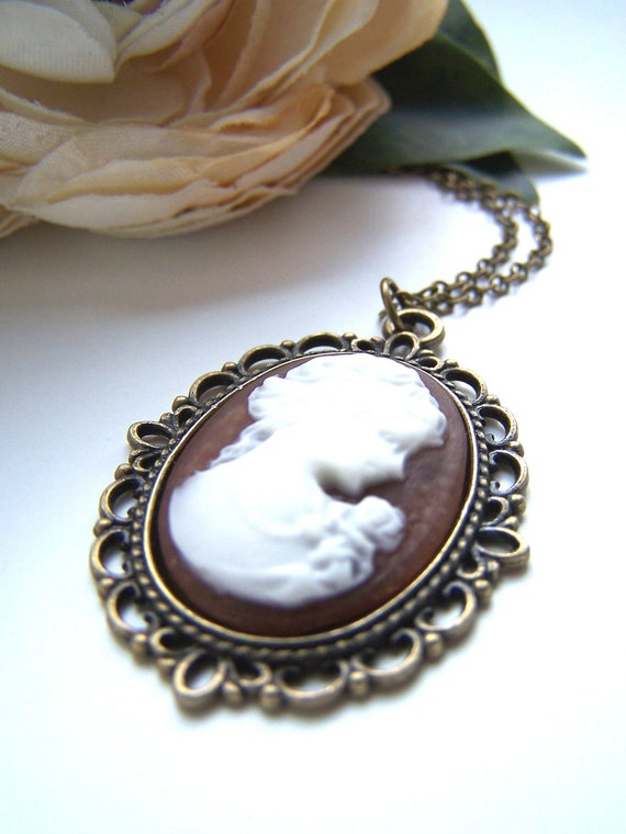 the brown lady cameo pendant necklace.