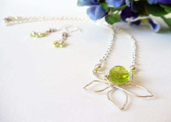 Wire Wrapped Daisy Necklace Set- Green Faceted-  2 Piece Set - Handmade Jewelry