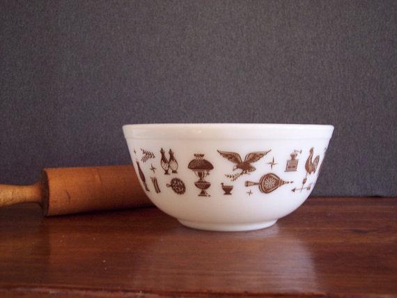 Pyrex Mixing Bowl Early American Pattern