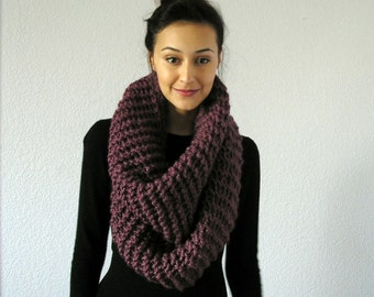 The Barrow - Chunky Infinity Scarf - FIG