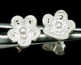 Sil-E-002 Silver fret flower shape sterling silver post stud earrings