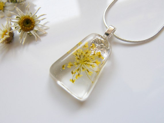Modern Necklace, Resin Necklace, Bridal Jewelry, Flower Pendant, Yellow Necklace, Bridal Jewelry, Christmas Gift for Her, Jewelry for Women