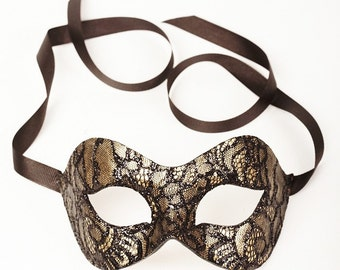 Mistero Gold/Chantilly Lace masquerade mask