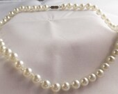 Vintage white simulated wedding pearl necklace 1970s