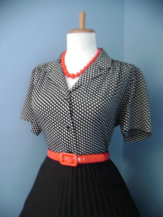 Flirty Vintage 1950s 1960s Atomic Black & White Polka Dot  Short Sleeve Button Down Blouse