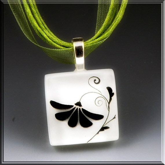 BLOSSOMING - Eco-friendly Glass Photo Necklace