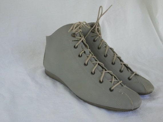 Grey Leather Vintage Boots by Leisure Lites Size 7
