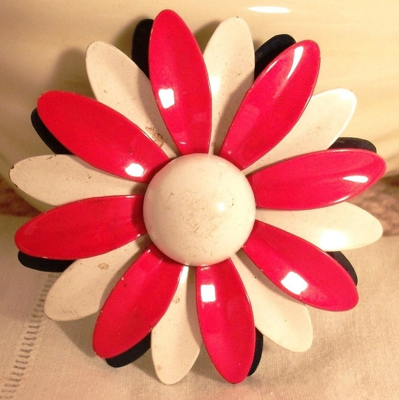 Vintage flower power red, white and blue daisy brooch