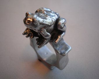 Toad /frog ring