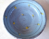 Evening sky - A blue bowl decorated with yellow flowers