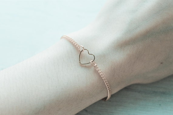 oh my love -bracelet (elegant discreet bracelet in shiny gold simple heart charm)