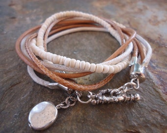 MEXCLA IN CAMEL Leather wrap bracelet and coco pearls