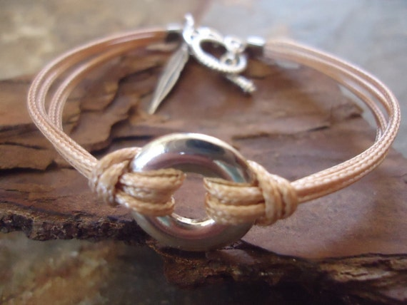 RING & FEATHER bright bracelet with a nice ring