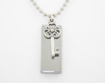 8GB USB Memory Necklace
