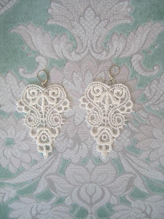 Venice Lace Earrings in Ivory