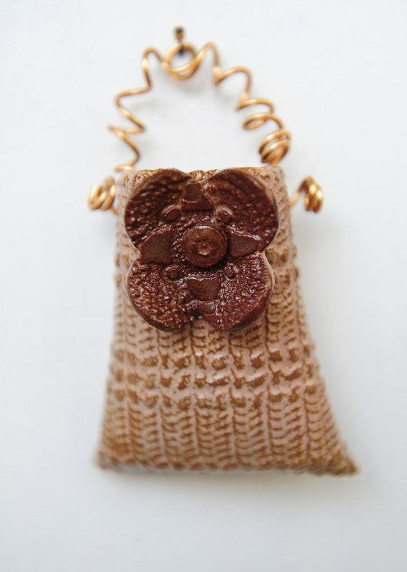 Brown flower golden lace wall pocket