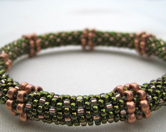 Bead Crochet Bangle Pattern:  Circles and Lines