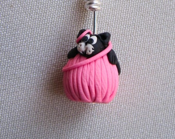 4 Knitting Stitch Markers:  4 Little Felines and Yarn Ball  Stitch Markers For Knitting