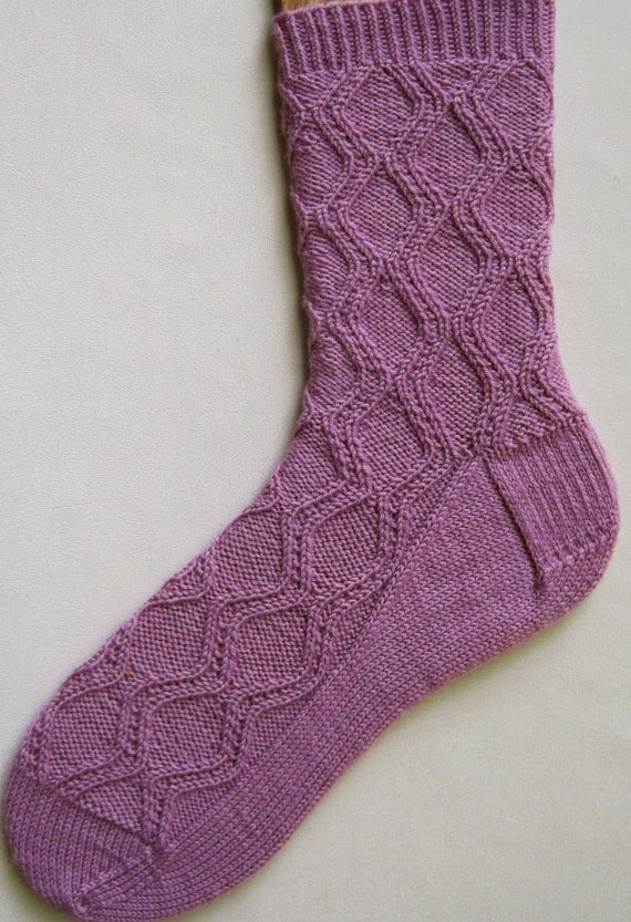 Knitted Sock Patterns On Circular Needles : Knit Sock Pattern: Hourglass Socks