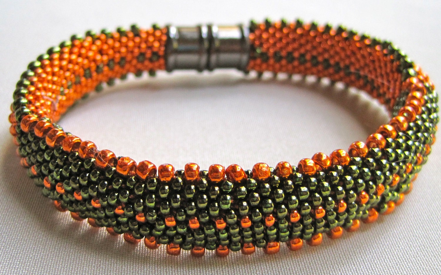 Bead Crochet Bangle Pattern: Lots of Dots Bead Crochet