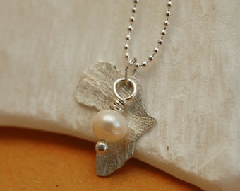 White african dreamland - Sterling silver pendant with white pearl.