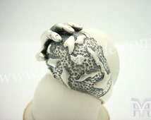 Sterling Silver Hand on Planet World Ring Bague Monde
