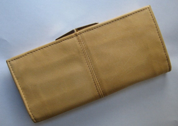 Vintage Villager Buxton Canada buff leather wallet with gold square kisslock NOS