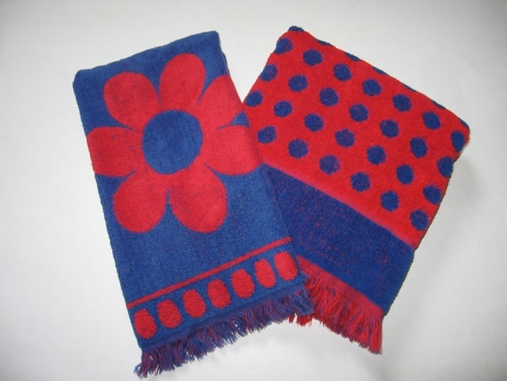 Set of 2 vintage cotton Cannon towels red blue mod daisy dot print fringe