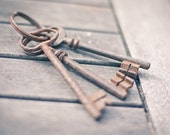 Vintage Big Skeleton French Key Lot of 3 Antique Keys for Home Decoration Steampunk Jewelry, Altered Art, Mixed Media and Assemblage Shabby Chic Romantic Home